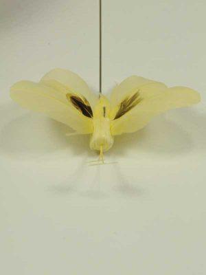 materialen-voor-bloemschikken-vlinder-op-pin-geel-bruin