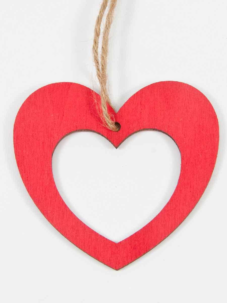 hartje gemaakt van rood geverfd hout, opengewerkt