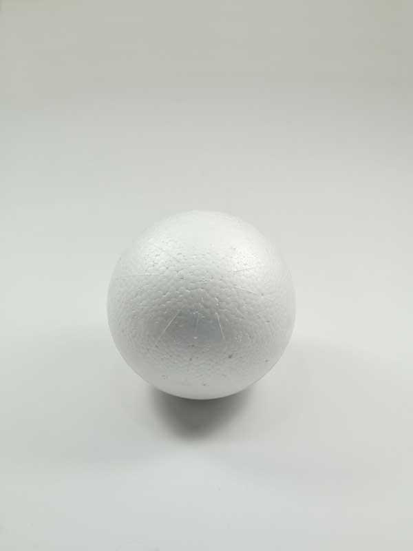 vormen van piepschuim een bol, 10 cm diameter