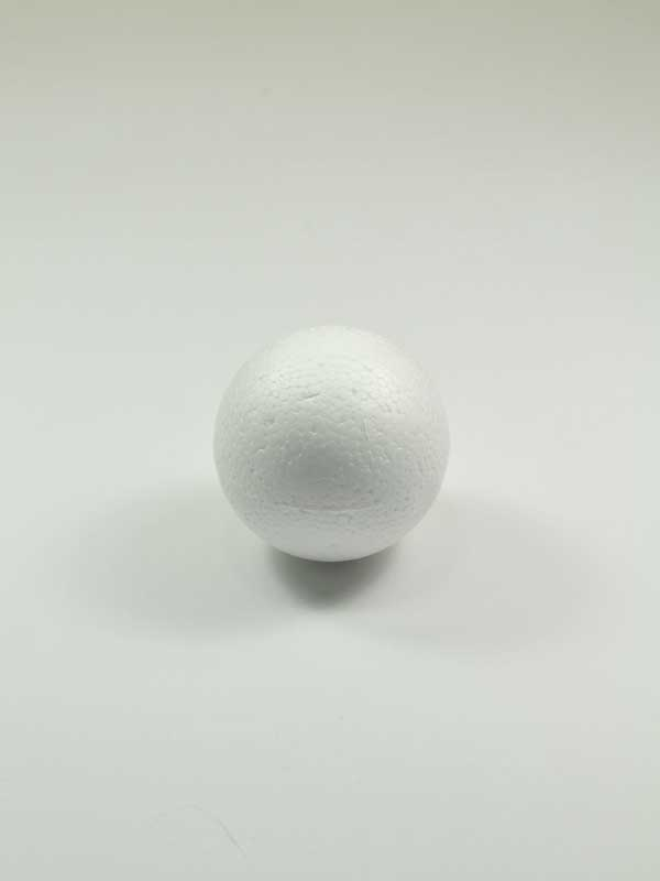 vormen van piepschuim een bol, diameter 7 cm