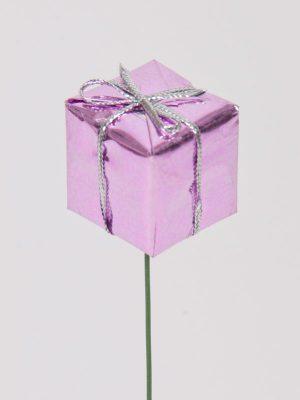 kadopakje op draad in de kleur roze