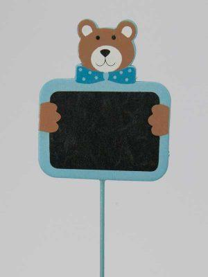 Baby-beertje met schoolbord op stok, blauw, per stuk. Als bijsteker te gebruiken ter gelegenheid van een geboorte.