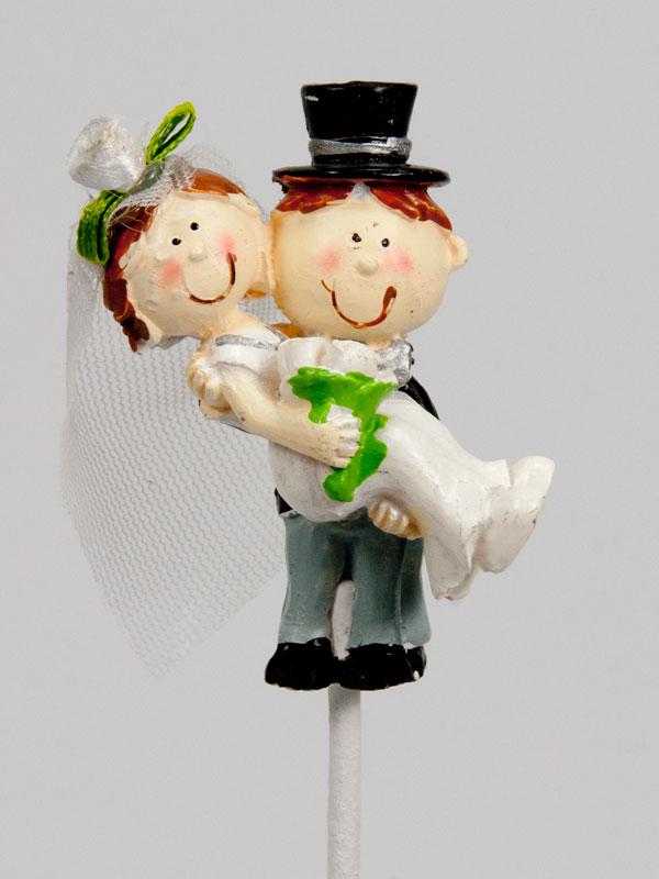 Bruidspaar op steker - over de drempel - huwelijk
