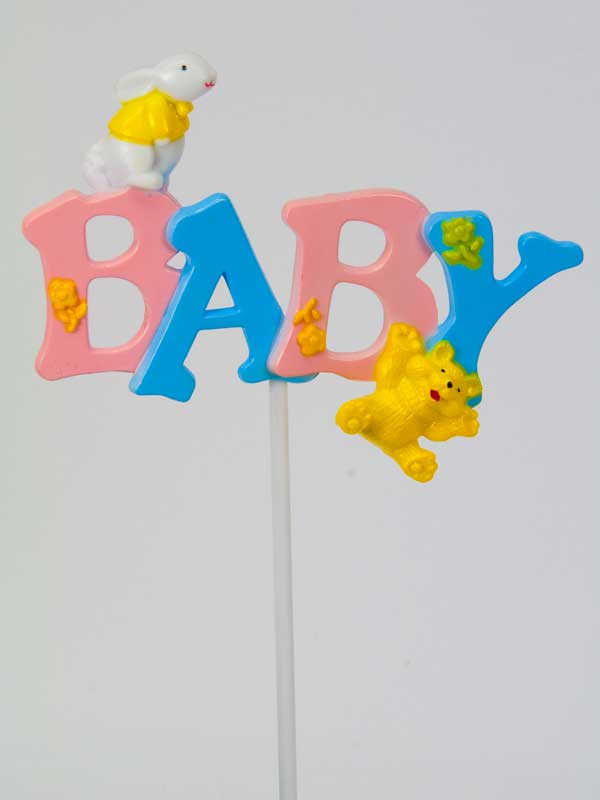 """De tekst """"BABY"""" in roze en blauw op een plastic steker. Leuk als decoratie bij een kraamcadeau of geboortegeschenk."""