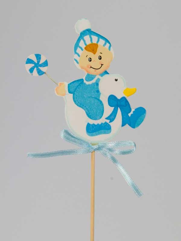 Als decoratieve bijsteker: houten afbeelding van een babytje (jongetje) op een eendje, met strik en vastgemaakt op een stok. Leuk bij een kraamcadeau.
