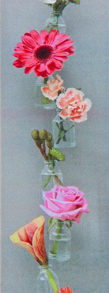 miniflesjes opgehangen onder elkaar aan een draad