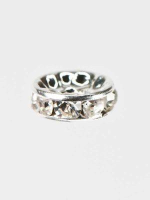 sier ring voor onder een decoratiespeld