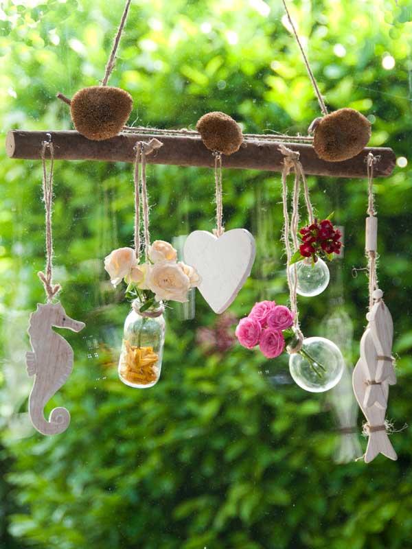 Hangende decoratie voor het raam met bloemen en zeedieren