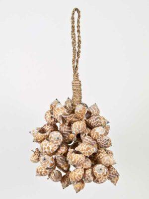hanger met schelpen in strengen