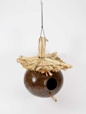 vogelhuisje van kokosnoot voor decoratie